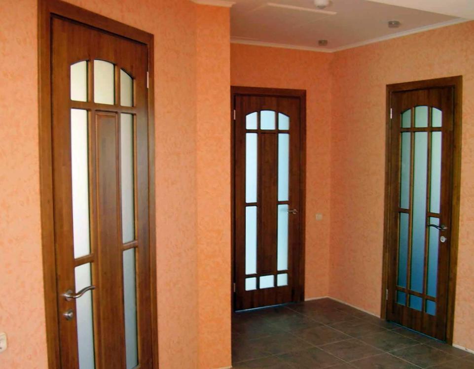 Из чего изготавливают межкомнатные двери?