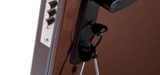 Кто производит ремонт и замену замков в металлических дверях?