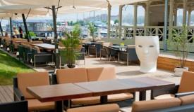 Где стоит заказывать мебель для летних кафе?